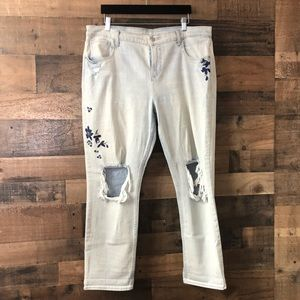 Old Navy Light Wash Embroidered BF Straight Jeans